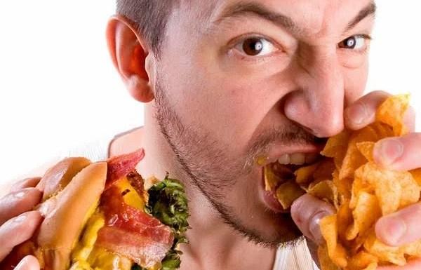 4 Kesalahan Makan Malam yang Membuatmu Tidak Sehat
