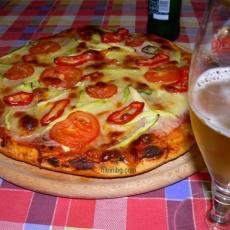 Пица с шунка и моцарела