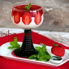 Парфе с ягоди в чаши