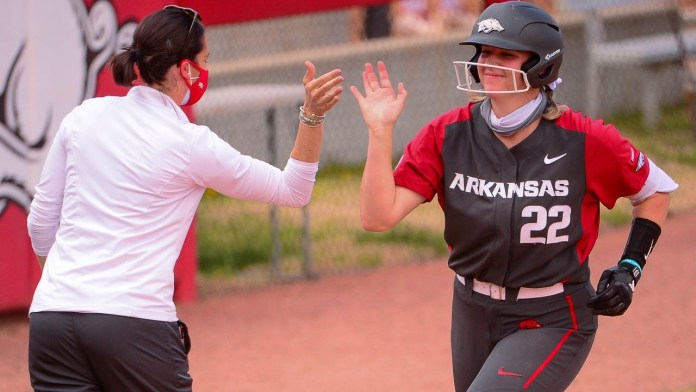 Big third, fourth innings pace Hogs past Bulldogs, 8-7