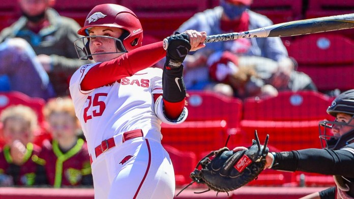 Braxton's two-run homer paces Hogs to sweep over MSU