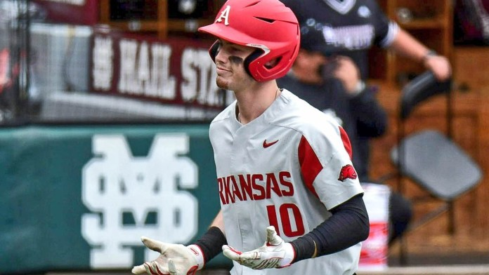 Goodheart's homer starts Hogs as they sweep Bulldogs