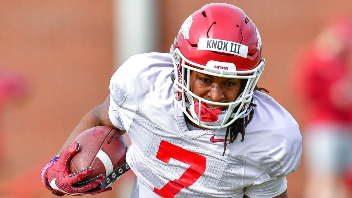 Knox goes against trend in college sports, staying with Hogs