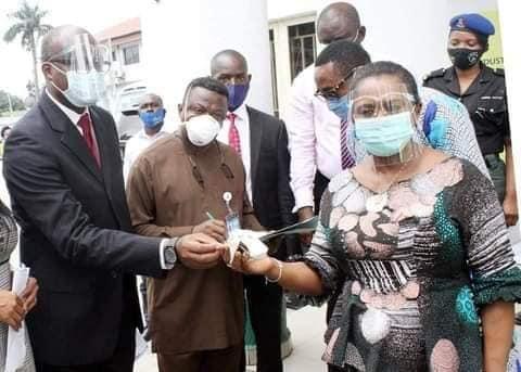 NNPC, Agip, Oando, present two ambulances to Dr. Mrs. Ipalibo Harry Banigo,