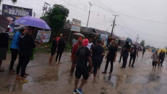 Residents stage protest over poor state of road, light, hospitals in Oyigbo