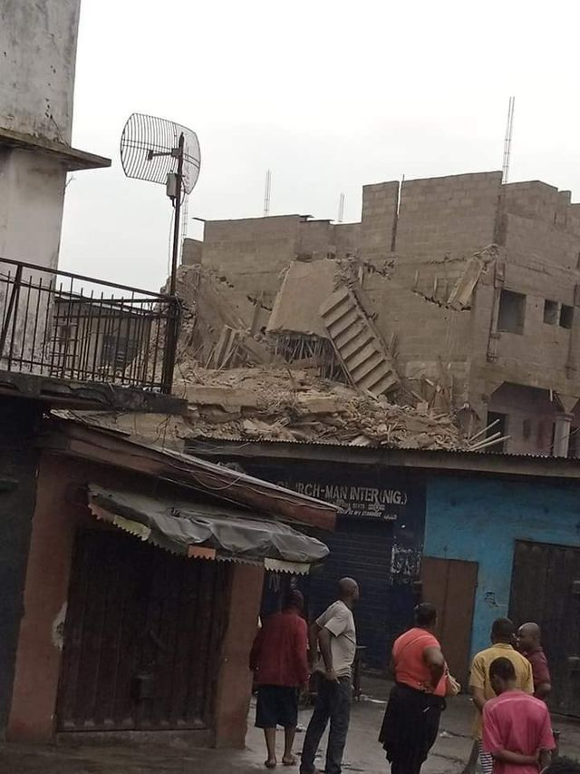 Five feared dead, one rescued as building collapses in Aba