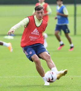 Mikel Arteta responds to Arsenal fans' Mesut Ozil demand after training performances