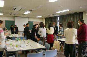 3月11日には区内の子育て支援に関わる団体の担当者ら約40人が集まり議論を行った