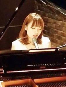 田口理恵さん(リンクは公式サイト)は、東京都大田区在住。よく近辺で日吉の習い事案内などのチラシも見かけるとのことで、「ぜひ日吉でピアノやボーカルを教えたりする活動もできたら嬉しいです」との夢を語ってくれました(写真:ワンダーウォール横浜提供)