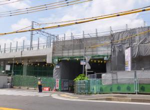 日吉駅周辺では高架工事がずっと続いている