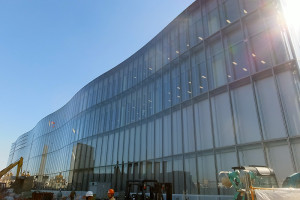 建物自体はほぼ完成している米アップルの研究所「綱島テクニカル・デベロップメント・センター(綱島TDC)」(2016年10月15日)