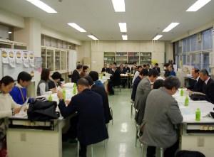 日吉台小学校第二方面校「開校準備部会」の様子(2016年12月12日、日吉台小)