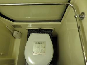 狭いですが車内にはトイレも設置されているので安心です