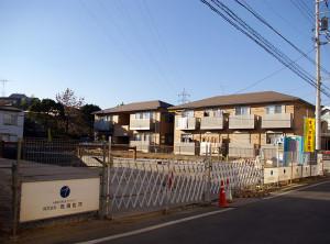 日吉本町駅に近い住宅地では一戸建ての新築分譲も目立つ