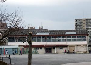綱島小の体育館を解体し体育館と通級指導教室の4階建ての建物として合築する