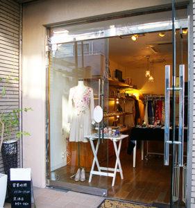 新しいファッションレンタルという業態の店として人々の話題を集めたフロラシオンだが、日吉での開店1周年というタイミングで閉店することになった