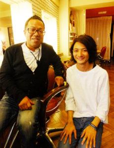 内田さん(左)とアシスタントの角和賢人(かくわまさと)さん。若いスタッフにはコンテストに挑戦し、技術を高めることを応援したいという