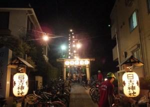 日吉の夏祭りもいよいよクライマックス!日吉神社の祭礼、ようやく訪問できました。参道には一部駐輪もありましたが、狭い場所なのでできる限り徒歩で訪れたほうがよさそうです