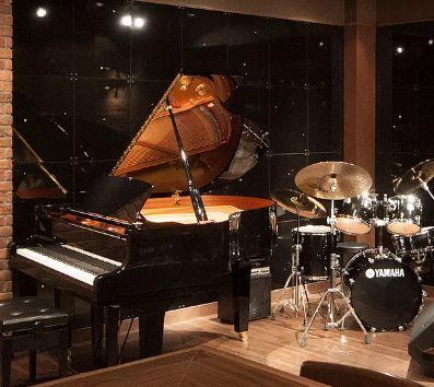有名ミュージシャンやバンドも次々登場、生演奏と料理を楽しめる日吉の店が2周年