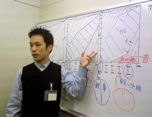外食産業から塾業界に戻り、「講師」として再び教壇に立つことになった玉田さん。学生時代は英語や数学の指導も4年間行い、プロとしての道を究めていったという(玉田さんが20代の頃・同社提供)