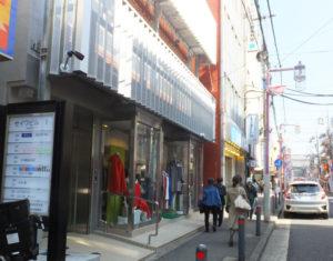 日吉駅から約3分という距離。日吉中央通りにあるので、通塾や送迎も便利