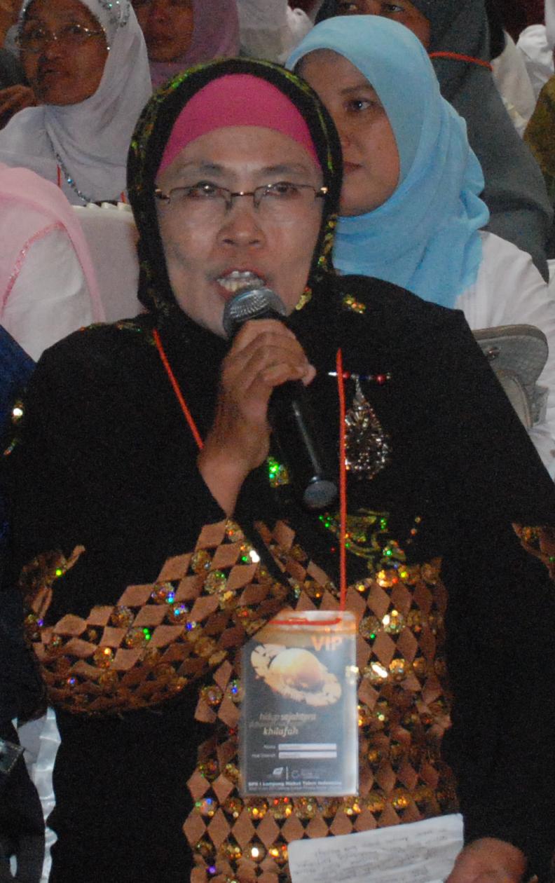 Dra Hj. Rosniawati Mubalighoh Lampung memberikan testimoni atas dukungannya atas penegakkan Syariah dan Khilafah