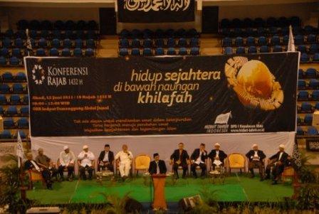 Panggung Konferensi Rajab 1432H DPD I HTI KEPRI, GOR/Sport Hall Temenggung Abdul Jamal, Batam, 10 Rajab1432 H / 12 Juni 2011M, Jam 08.00 – 12.00 WIB.