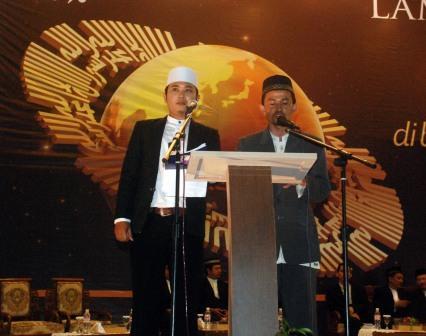 Ust Akhiril Fajri dan Ust Asep Rahmat sedang menyampaikan Orasi Khilafah sebagai negara adidaya masa depan