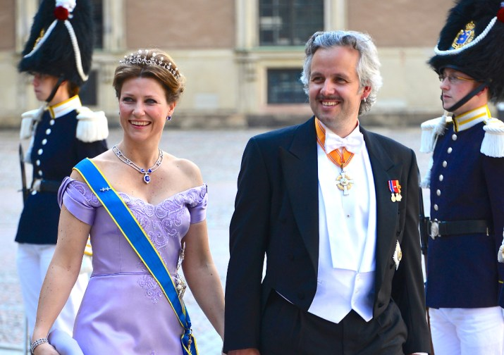 Prinsesse Märtha Louise og Ari Behn på vej til Prinsesse Medaleine og Christpher O'Neills bryllup, juni 2013. Foto: Frankie Fouganthin (CC BY-SA 3.0)