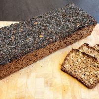 """Stort saftigt """"rugbrød"""" med kerner og masser af smag (lfm)"""