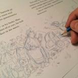 Skissene gjøres med teksten på plass, slik at motivet passer på siden.