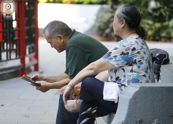 政黨倡增設銀齡卡 60至64歲可享長者優惠 即時新聞 港澳 on.cc東網