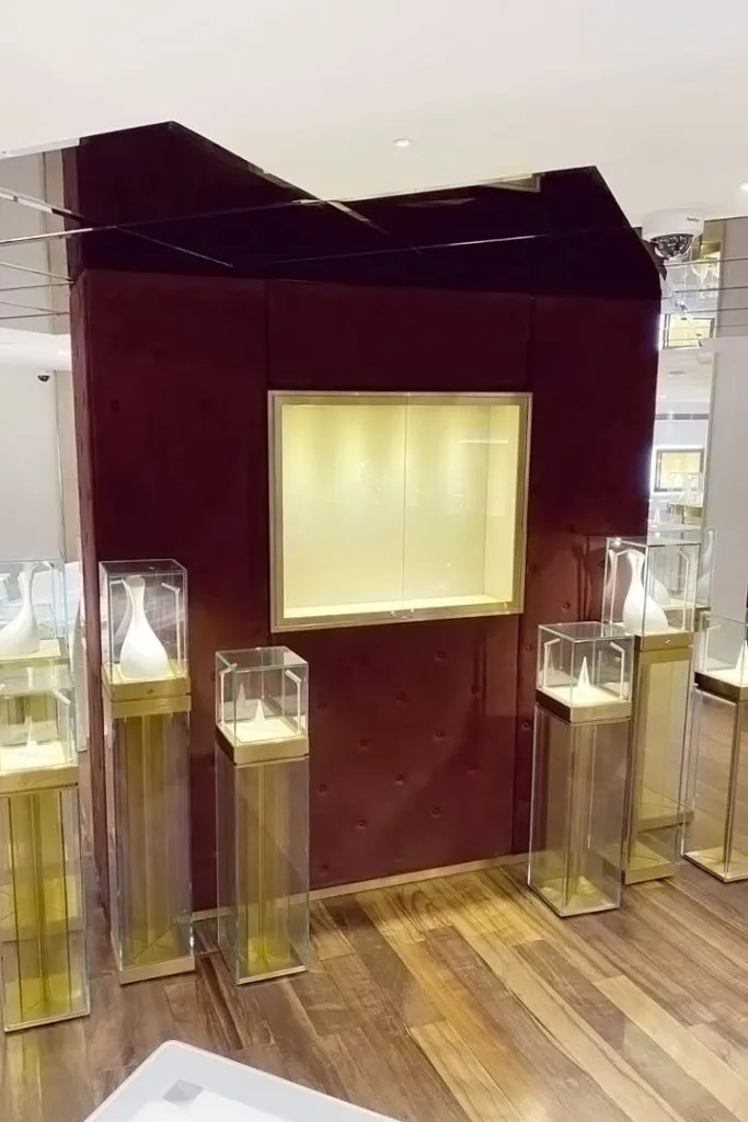 Wall Display Cabinet Crantini with LED | Besty Display