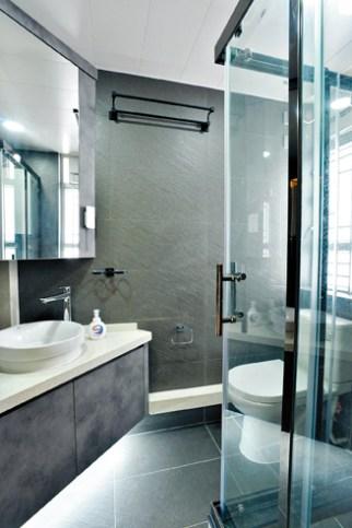 【裝修後】Kin為客戶斜角擺放洗手盆,擴大廁所空間。(圖片由受訪者提供)