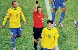 دونغا ينتقد الحكم لطرده كاكا وفابيانو يعترف بلمس الكرة بيده