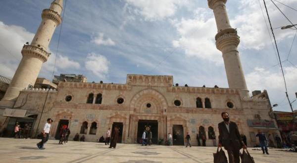 الحكومة: اعادة فتح المساجد والكنائس اعتبارا من 5 حزيران المقبل