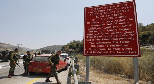 الاحتلال يزيل إشارات تمنع دخول مستوطنين لقرى غور الأردن