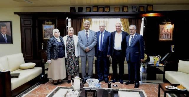 تكريم أساتذة من كلية الصيدلة في جامعة عمان الأهلية