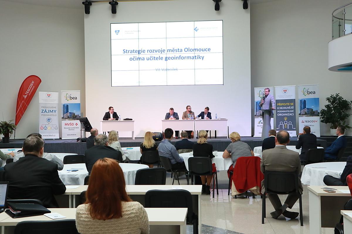 Budoucnost patří mladým, shodli se účastníci konference i strategickém rozvoji města