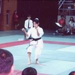 本會學員葉頴詩在進行女子套拳比賽 Ms. Yip Wing-zi, member of our Association, in a kata competition