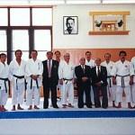 梁伯偉師傅與各國代表攝於本部道場內 Sensei Patrick P. W. Leung with representatives from other countries, at the Honbu Dojo