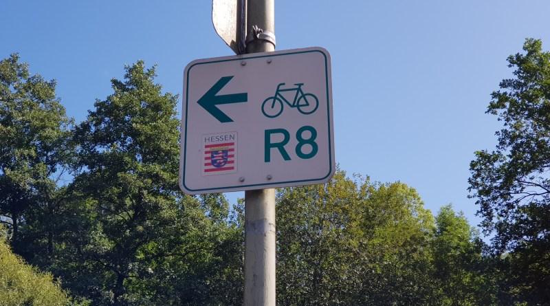 Gut ausgeschildert ist der Fernradweg R8 immer leicht zu folgen.
