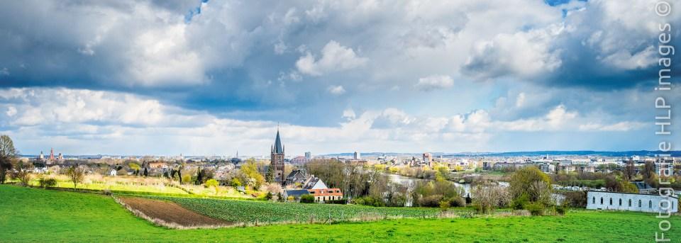 Sint Pieter vanaf de Sint Pietersberg Zuid Limburg Maastricht. Foto: Hans Lebbe