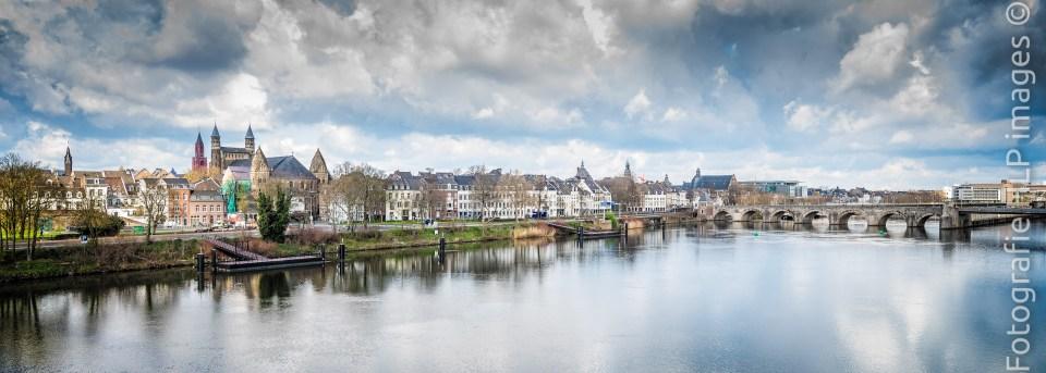 Maastricht met de Maas en de Servaasbrug
