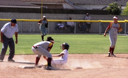 Cerritos Dons stung by Oxnard Yellowjackets