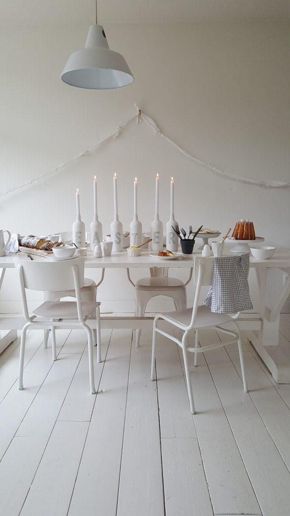 wit-paastafel-diy-inspiratie-creativiteit-tafel-stoelen-kandelaar-kaarsen-easter