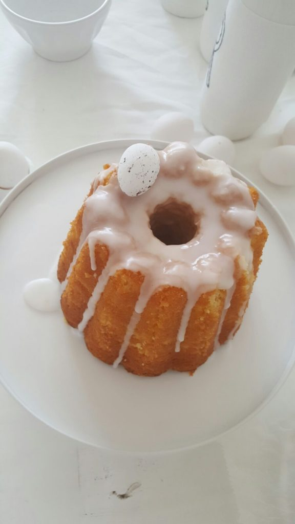 wit-paastafel-diy-inspiratie-creativiteit-cake-ei