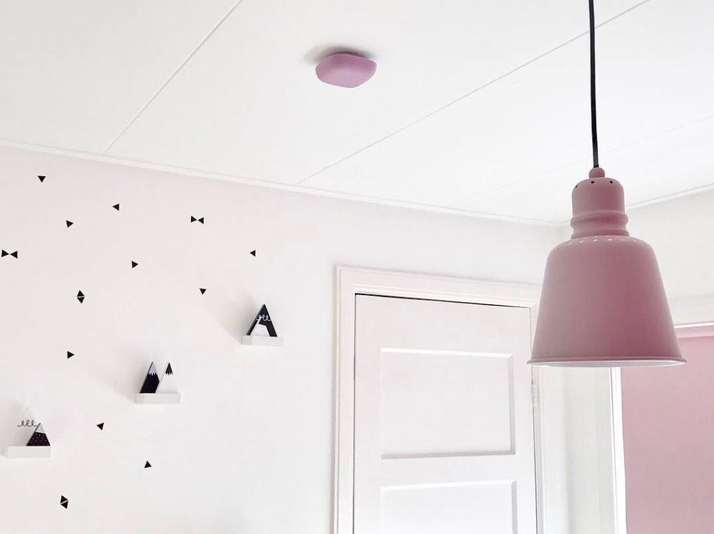 Jalo Kupu - rookmelder - Jalo Helsinki - Scandinavisch design - fire alert - design rookmelder - kinderkamer - roze rookmelder - pink fire alert - fire safety - brandpreventie - kidsroom - babyroom