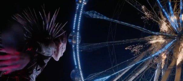 Ryuk the shinigami destroys a ferris wheel.