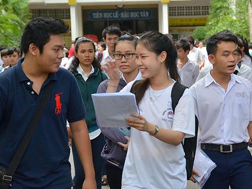 Thí sinh dự kỳ thi THPT quốc gia 2015 tại Trường THPT Nguyễn Khuyến (TP HCM) Ảnh: TẤN THẠNH